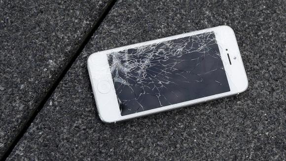 Ekranı Kırılan iPhone Değiştirilecek!