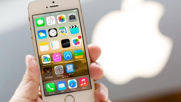 iPhone için Buz Gibi Nehre Atladı!
