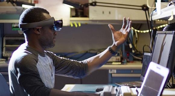 HoloLens'in Fiyatı Dudak Uçuklatıyor!