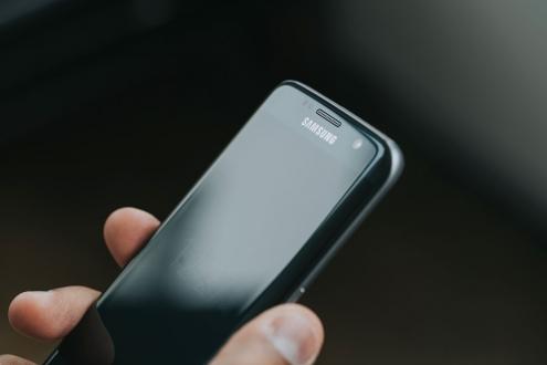 Kavisli Ekrana Sahip Telefonlar Artıyor!