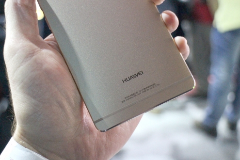 Huawei, Kavisli Ekranlı Telefon Üzerinde Çalışıyor