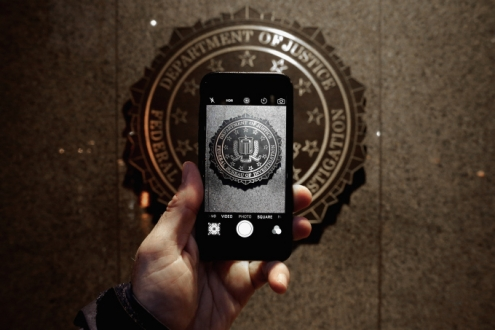FBI, Sırrını Apple ile Paylaşmıyor