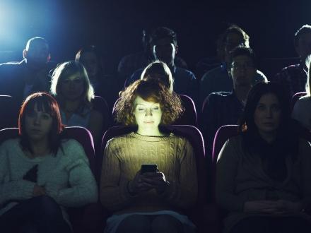 Sinemada Telefon Kullanımı Serbest Oluyor