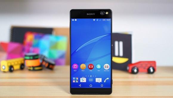 Sony'nin Dev Telefonu Göz Dolduruyor