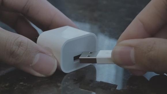 iPhone'a Yapışan Şarj Cihazı