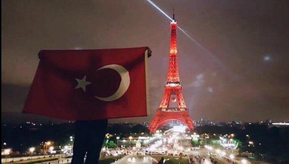 Eyfel Kulesi Kırmızı-Beyaz