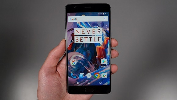 OnePlus'tan Dev Ekranlı Telefon Geliyor