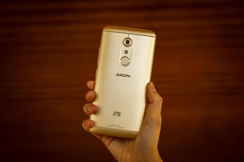ZTE Axon 7 Kutusundan Çıkıyor