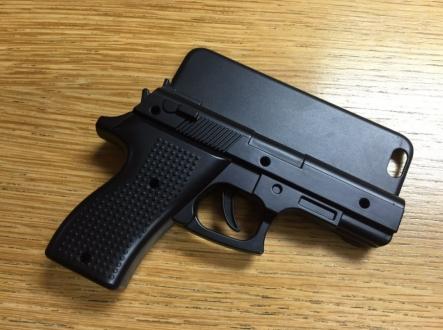 Silahlı iPhone Kılıfı Başına Dert Açtı