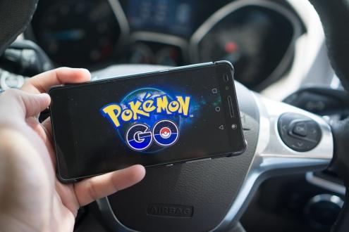 Pokemon GO Yüzünden Kaza Yaptı