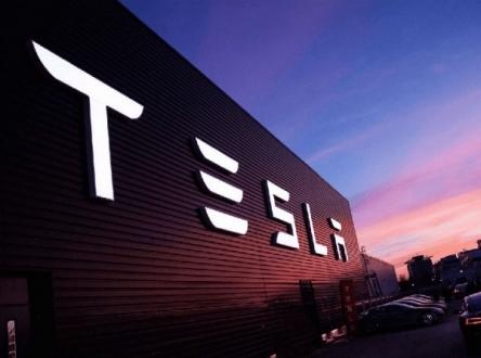 Tesla Güneş Enerjisine mi Yöneliyor?