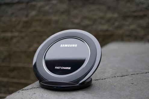 Samsung'dan Yeni Kablosuz Şarj Aletleri!