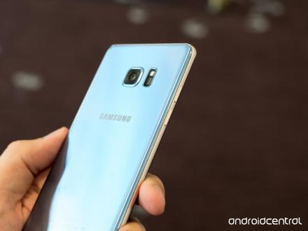 Mavi Galaxy S7 edge mi geliyor?