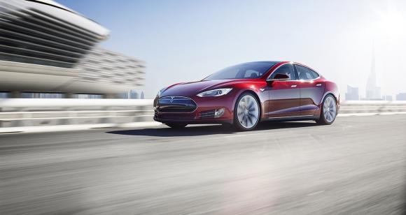 Almanya Tesla kullanıcılarını uyardı!