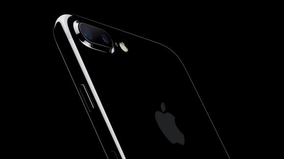 Simsiyah iPhone 7 modellerinin başı dertte!