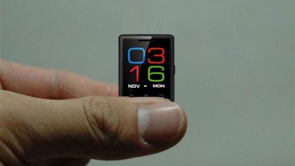 Dünyanın en küçük ekranlı akıllı telefonu!