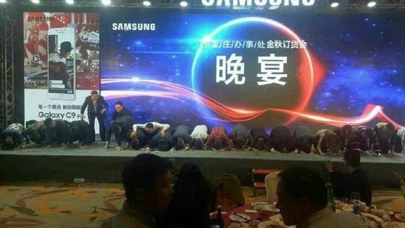 Samsung yöneticileri Note 7 için diz çöktü!