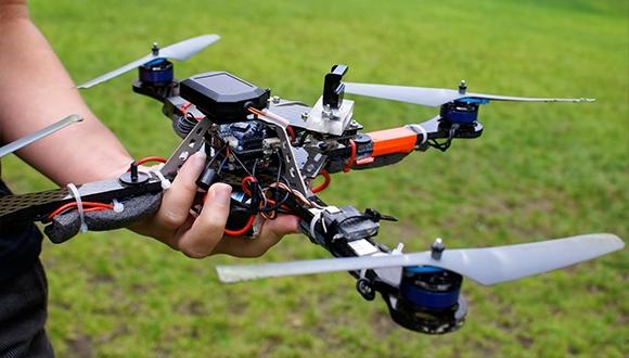 Drone ile akıllı ampuller hacklendi!