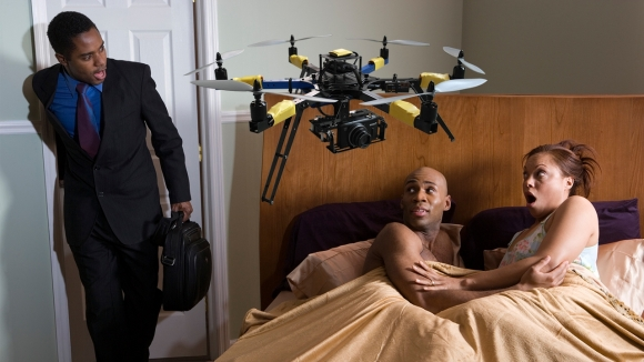 Aldatan eşini drone ile yakaladı!