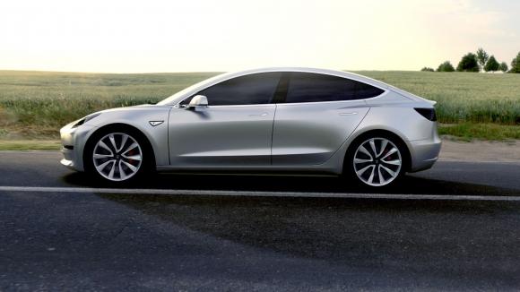 Tesla otomatik pilotu ile olduça iddialı!