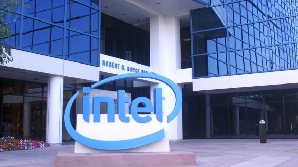 Intel giyilebilir teknoloji pazarından çekilmiyor!