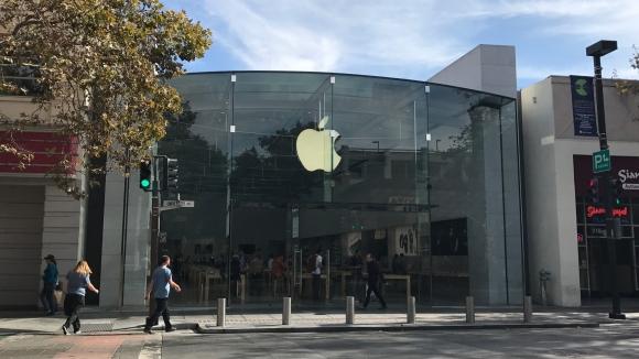 Hırsızlar Apple Store'a otomobil ile girdiler!
