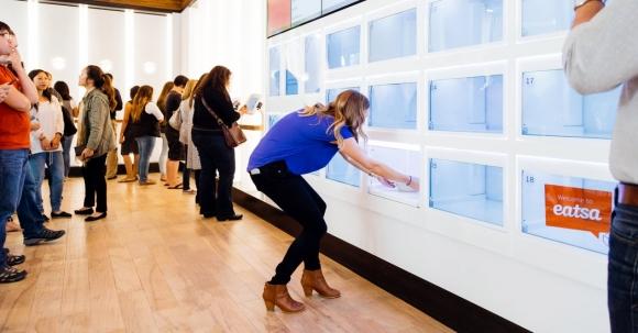Çalışanı olmayan robotik restoran açıldı
