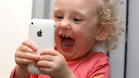 Çocuk aklı Touch ID engelini aştı!