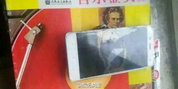 Xiaomi Mi 4 patladı