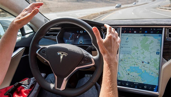 Tesla, büyük güncelleme için testlere başladı!