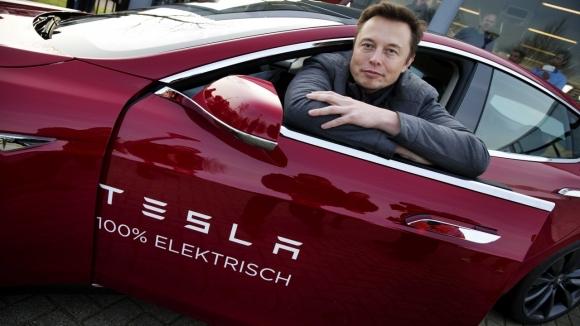 Apple'ın mühendisini Tesla kaptı