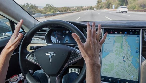 Tesla, otopilot ile kaza riskini düşürüyor!