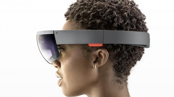 Microsoft HoloLens binlerce sattı!