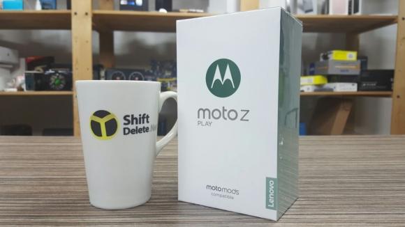 Moto Z Play kutusundan çıkıyor!
