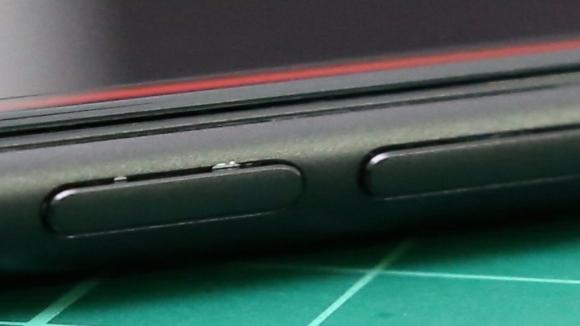 Mat siyah iPhone 7'nin boyası atıyor mu?