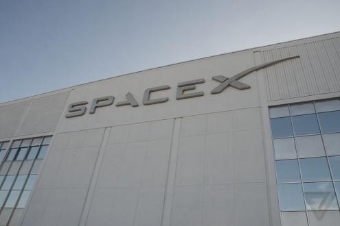 SpaceX iki yolcuyu Ay'a götürüyor!