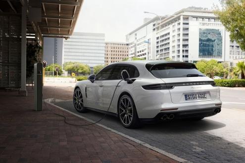 Yeni Porsche Panamera göz kamaştırıyor!
