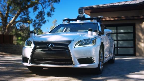 Toyota ilk sürücüsüz otomobilini tanıttı!