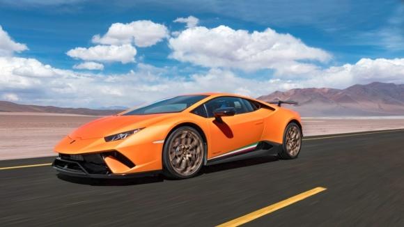 Lamborghini en zorlu pistin dumanını attırdı!