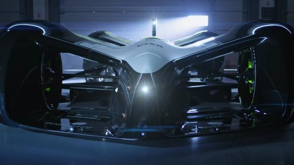 Elektrikli ve otonom yarış otomobili Robocar!