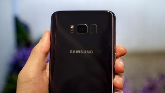 Galaxy S8, kamerayı temizlemeniz için uyaracak!