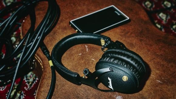 Marshall kalitesiyle kablosuz kulaklık