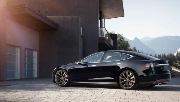 Tesla 53 bin aracını geri çağırıyor!