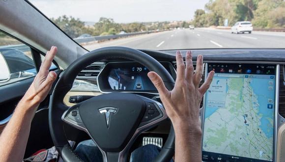 Tesla'ya otomatik pilot için dava açtılar!