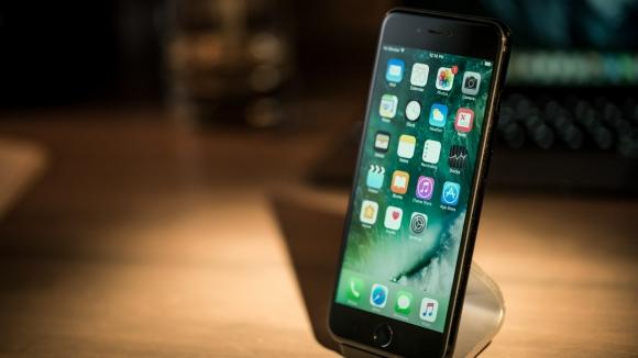 Yeni iPhone modelleri suya karşı dayanıklı olacak!