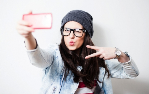 En güzel selfie çeken telefon hangisi? (VİDEO)