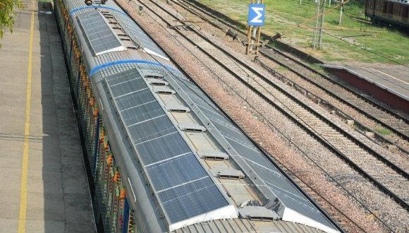 Güneş enerjili tren hizmete girdi!