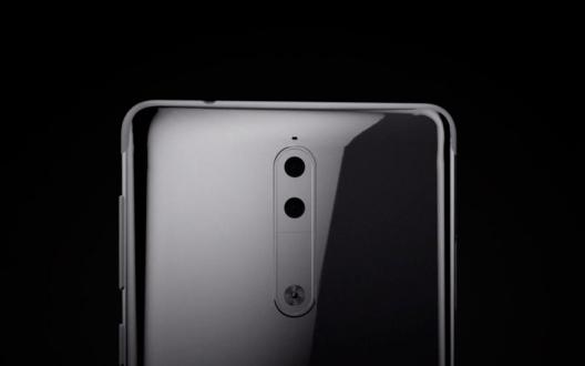 Nokia 8 gümüş renkli modeliyle görüntülendi!