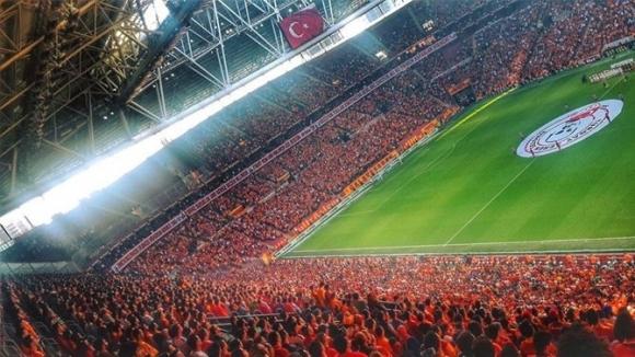 Galatasaray'ın stadında büyük girişim!