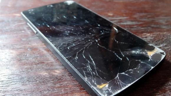 Bu ekran kendi kendini tamir edecek!